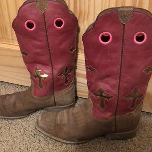 Women's ARIAT cow girl boots. Size 6